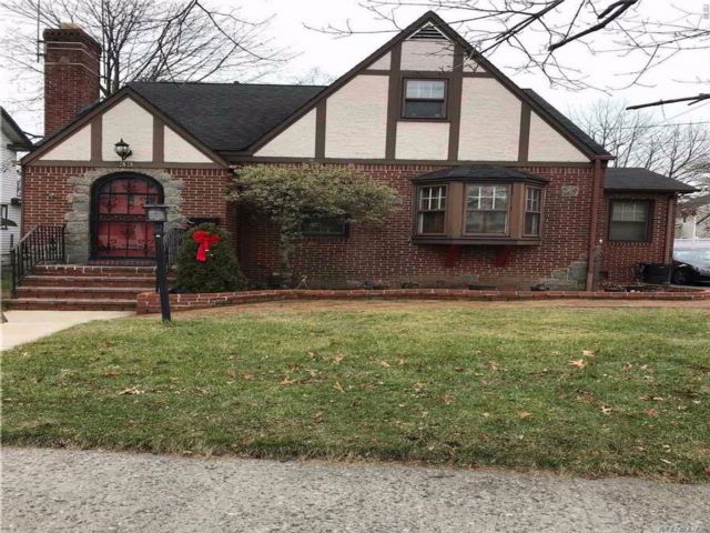 3 BR,  1.50 BTH Cape style home in Valley Stream