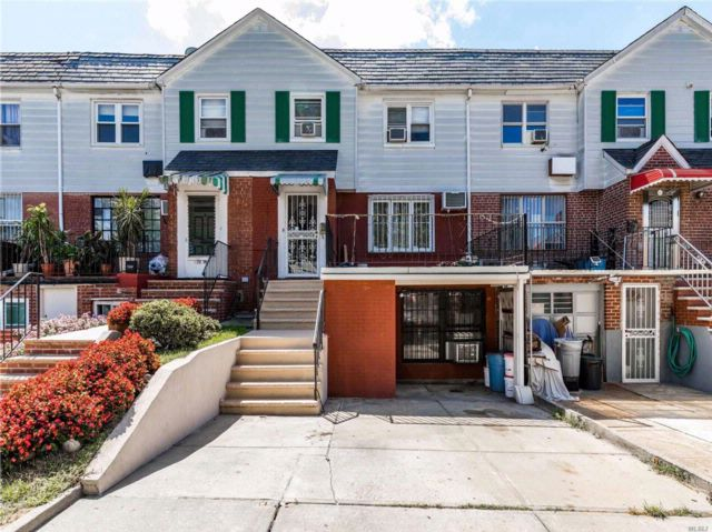 5 BR,  2.50 BTH  Tudor style home in Woodside