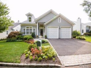 4 BR,  3.50 BTH Colonial style home in Oyster Bay