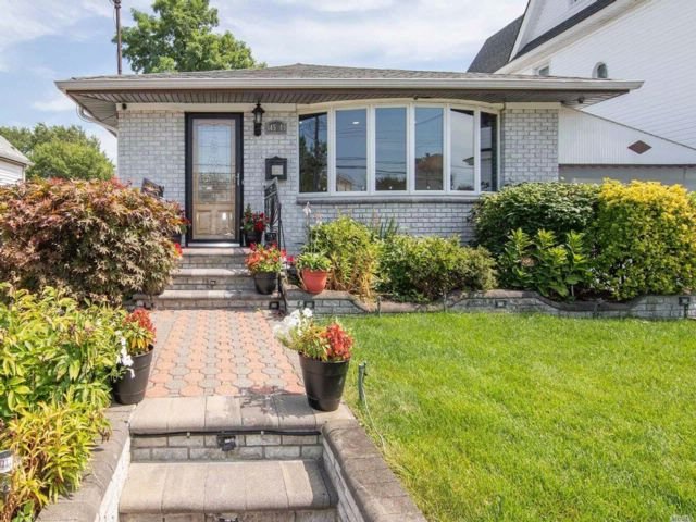 3 BR,  2.50 BTH  Ranch style home in Springfield Gardens