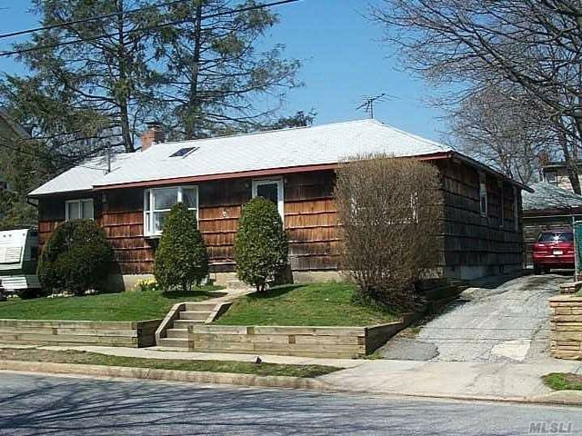 3 BR,  1.00 BTH  Ranch style home in Mineola
