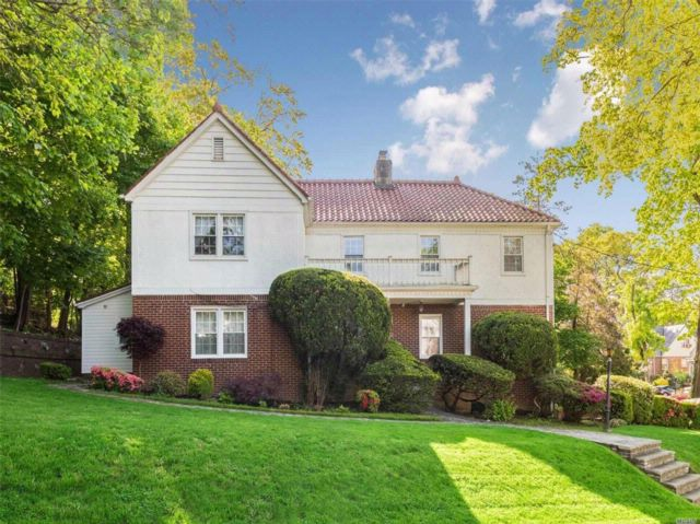 3 BR,  4.00 BTH Colonial style home in Jamaica Estates