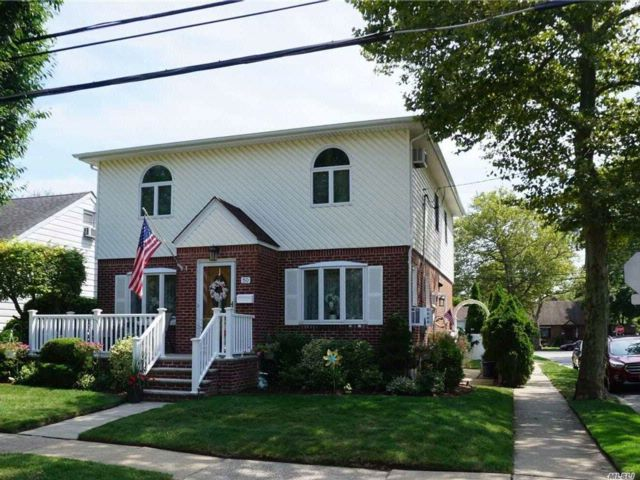 4 BR,  2.00 BTH  Colonial style home in New Hyde Park