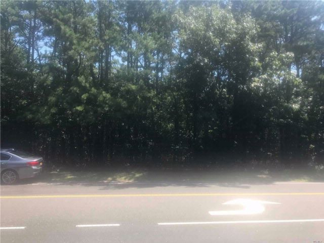 Lot <b>Size:</b> .14  Land style home in Mastic Beach