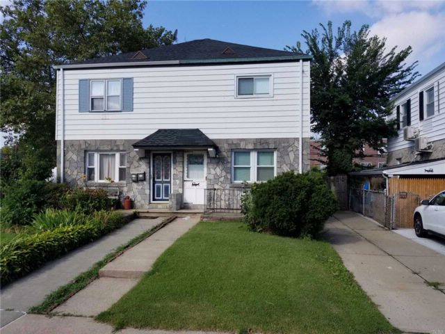 3 BR,  1.50 BTH 2 story style home in Oakland Gardens