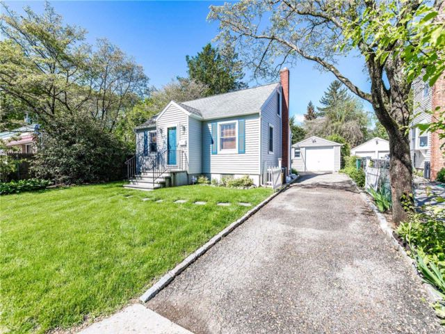 2 BR,  1.00 BTH  Cape style home in Locust Valley
