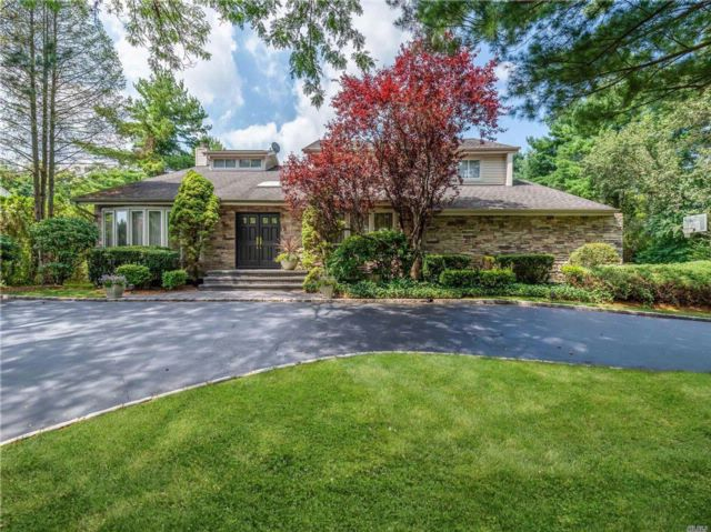 5 BR,  3.50 BTH Contemporary style home in Woodbury