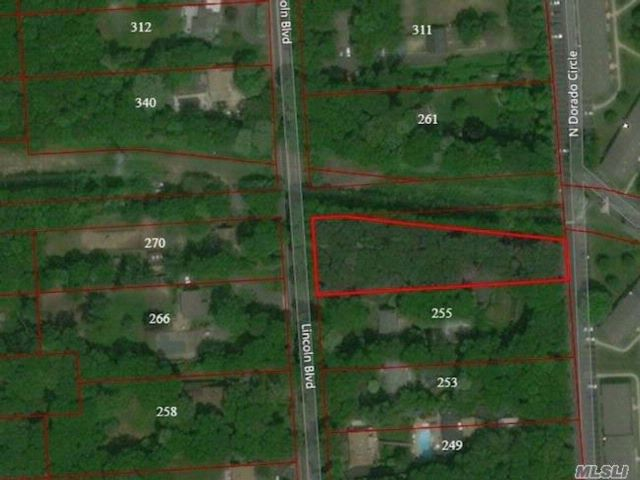 Lot <b>Size:</b> .92 Acres  Land style home in Hauppauge