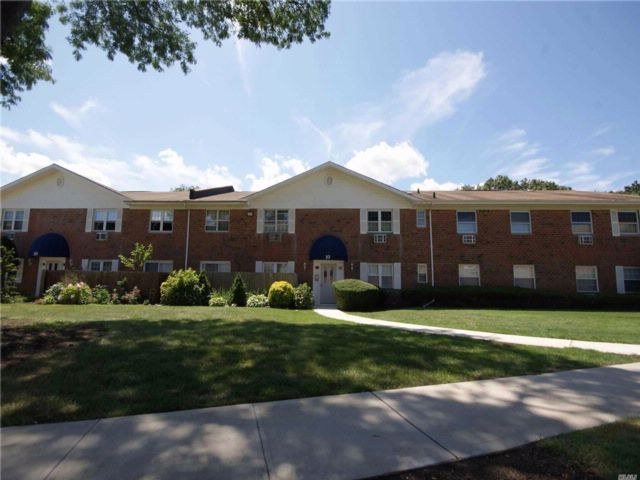 1 BR,  1.00 BTH Co-op style home in Port Jefferson Station
