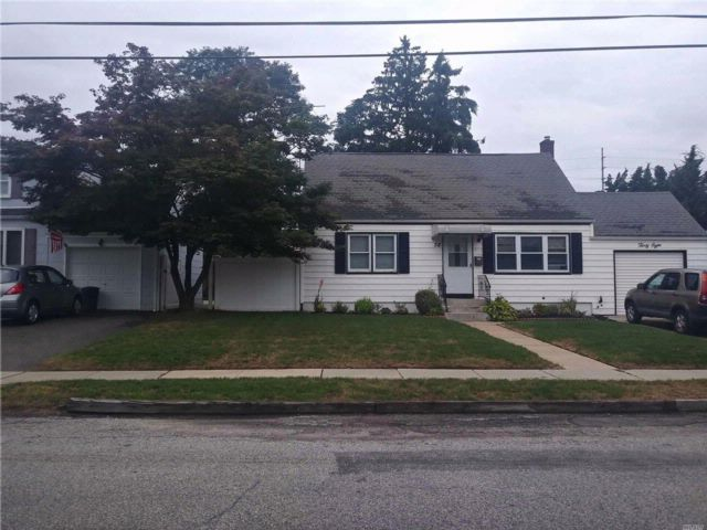 4 BR,  2.00 BTH Cape style home in Amityville