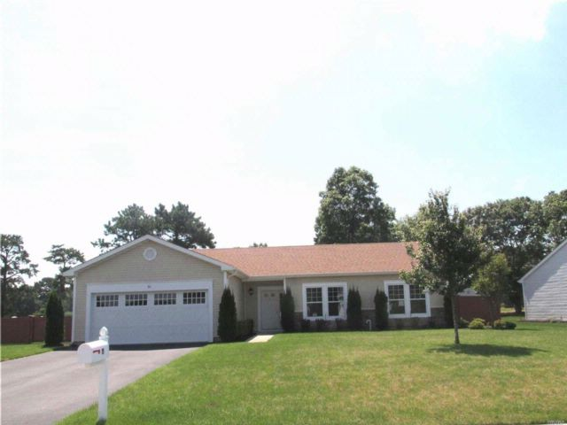 3 BR,  2.00 BTH Ranch style home in Shirley