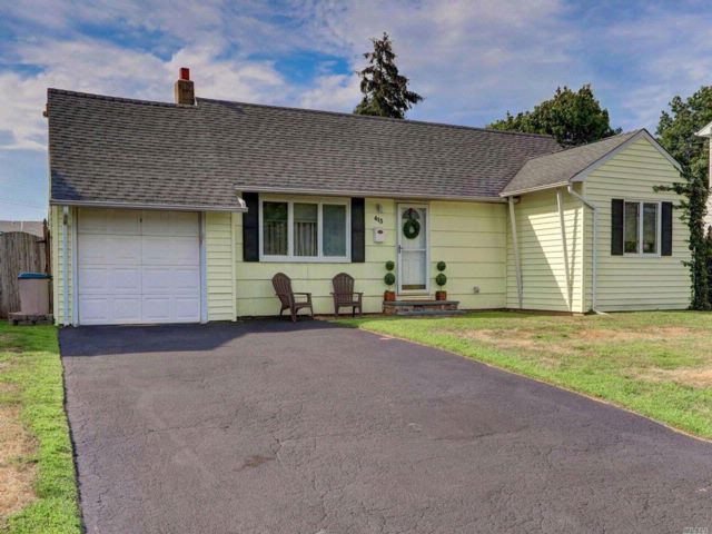 3 BR,  2.00 BTH Ranch style home in Babylon