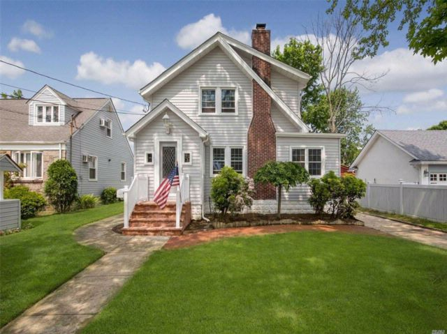 3 BR,  1.50 BTH  Colonial style home in Valley Stream