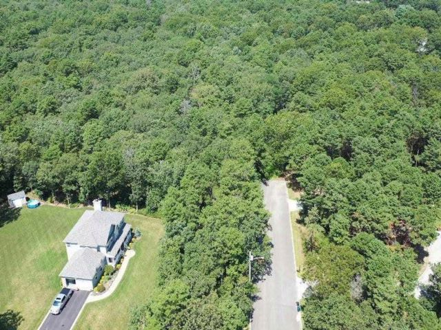 Lot <b>Size:</b> 5 Acres  Land style home in Manorville