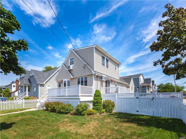 3 BR,  2.00 BTH Cape style home in Babylon