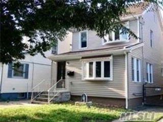 3 BR,  2.00 BTH  Apt in house style home in Bellerose