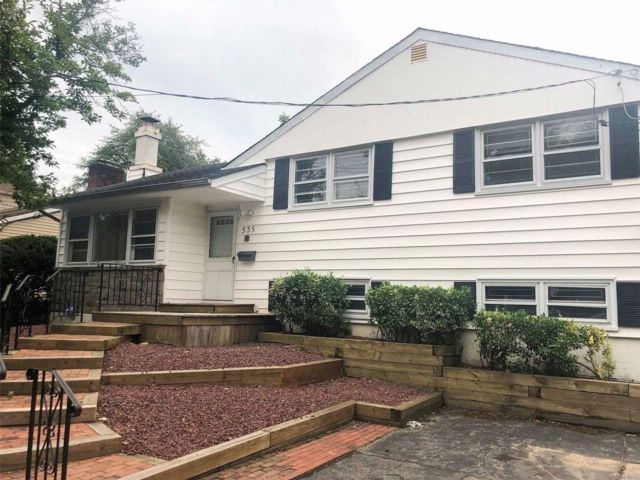 3 BR,  2.00 BTH House rental style home in Woodmere