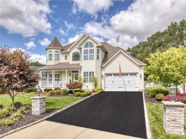 4 BR,  2.50 BTH  Post modern style home in Ronkonkoma