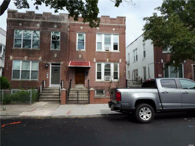 7 BR,  5.00 BTH 2 story style home in Astoria