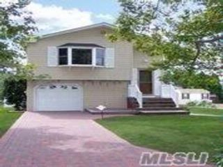 4 BR,  1.50 BTH Hi ranch style home in Dix Hills