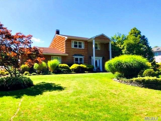 4 BR,  2.50 BTH Raised ranch style home in Dix Hills