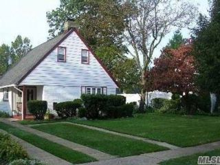 3 BR,  1.50 BTH Cape style home in East Meadow