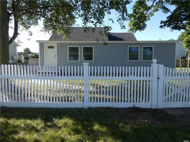 3 BR,  2.00 BTH  Exp ranch style home in Patchogue