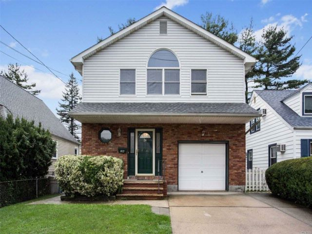 5 BR,  2.00 BTH Raised ranch style home in Floral Park