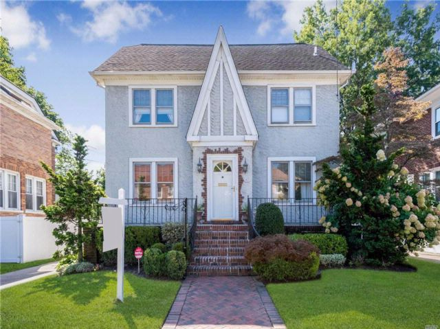 3 BR,  2.50 BTH Colonial style home in Woodmere