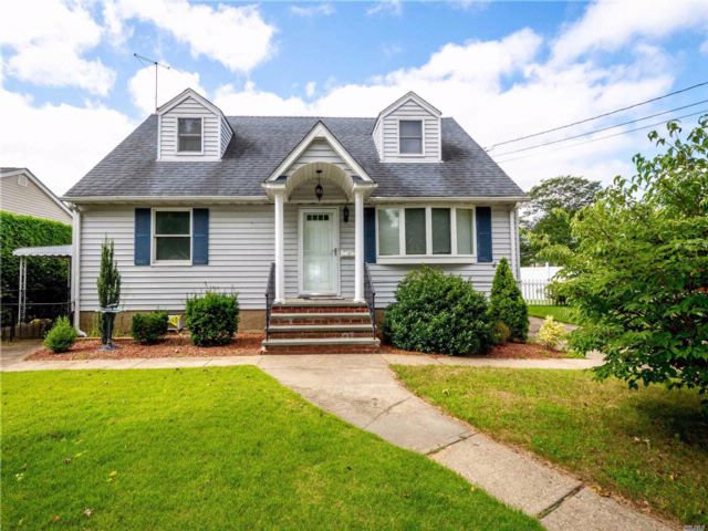 4 BR,  2.50 BTH  Cape style home in Bethpage