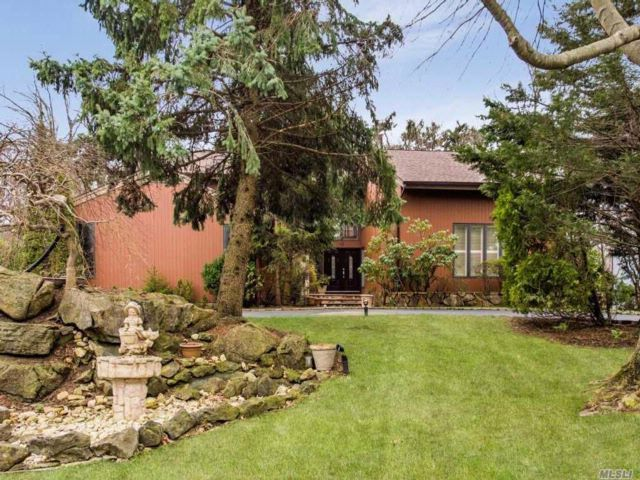 6 BR,  3.50 BTH Homeowner assoc style home in Manhasset
