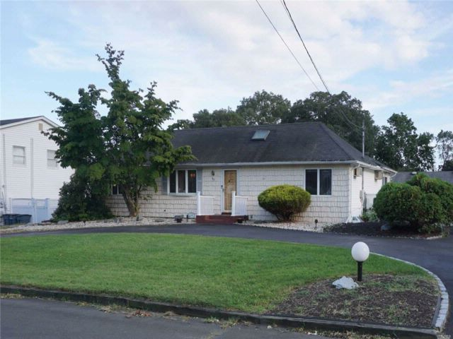 [North Babylon Real Estate, listing number 3087837]