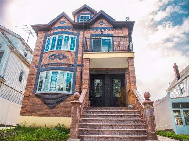 8 BR,  6.00 BTH  Contemporary style home in Flushing