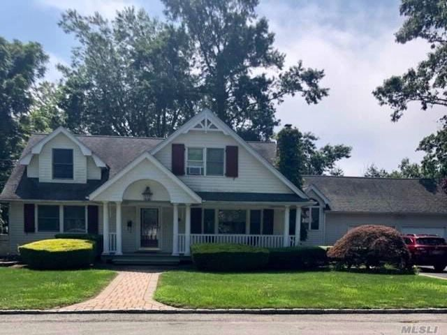 4 BR,  2.50 BTH  2 story style home in Islip