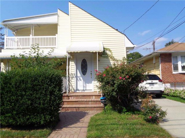 5 BR,  3.00 BTH Colonial style home in Hempstead