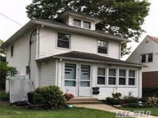 1 BR,  1.00 BTH 2 story style home in Lynbrook