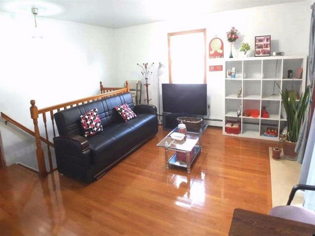 2 BR,  1.00 BTH Apt in house style home in Flushing