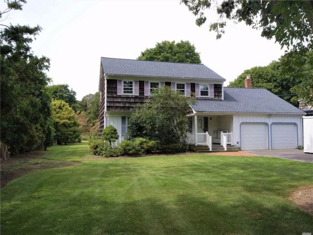 4 BR,  2.50 BTH Colonial style home in St. James