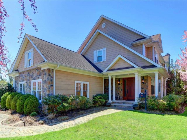 5 BR,  4.50 BTH Colonial style home in Garden City