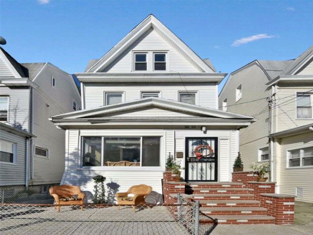 4 BR,  1.50 BTH Colonial style home in Woodhaven