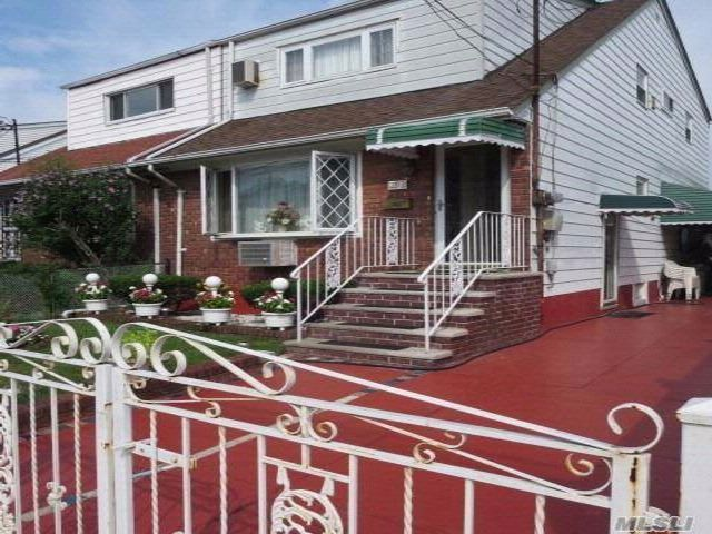 5 BR,  3.00 BTH  2 story style home in South Ozone Park