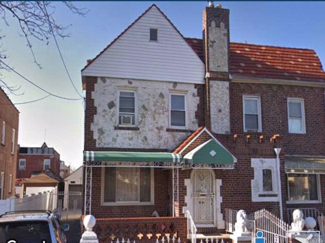 3 BR,  2.50 BTH  2 story style home in Laurelton