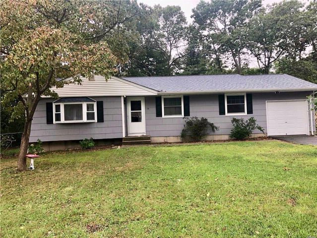 3 BR,  1.50 BTH Ranch style home in Medford