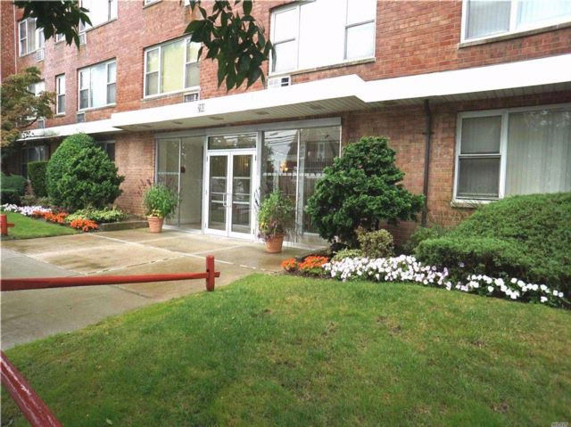 2 BR,  2.00 BTH Co-op style home in Freeport