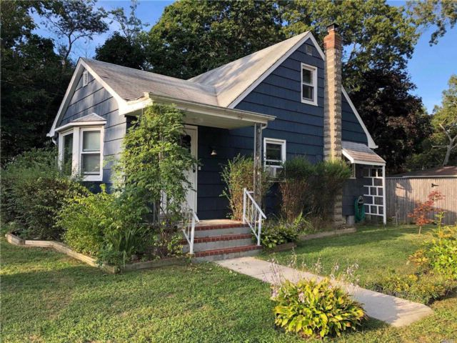 [Mastic Real Estate, listing number 3088331]