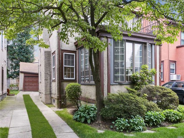 4 BR,  1.50 BTH Other style home in Kew Gardens