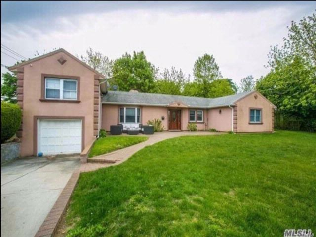 4 BR,  3.00 BTH Exp ranch style home in Hewlett