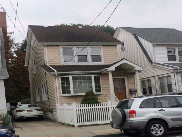 4 BR,  2.50 BTH  Colonial style home in Flushing