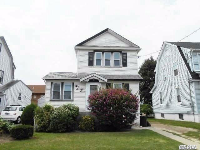 3 BR,  1.00 BTH Colonial style home in Hewlett