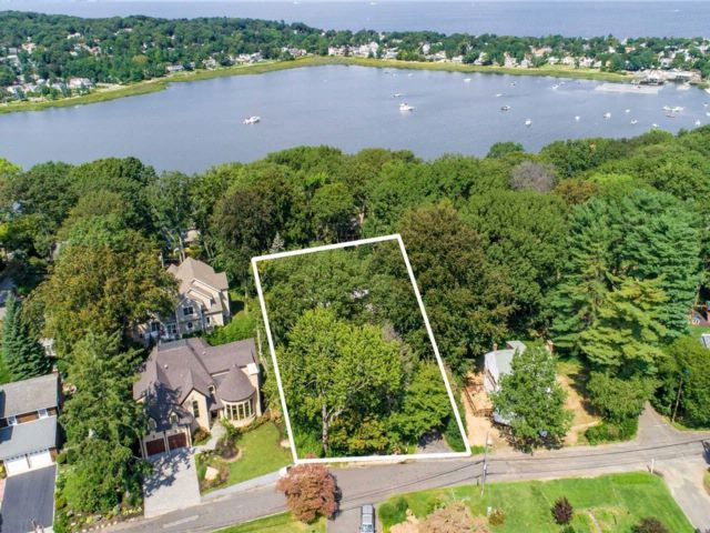 [Oyster Bay Real Estate, listing number 3088568]